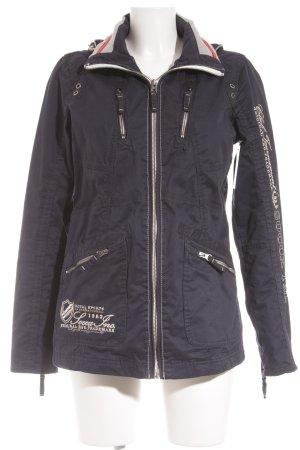 Soccx Winterjacke dunkelblau-weiß Schriftzug gestickt sportlicher Stil