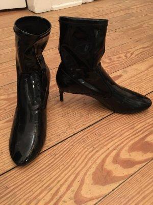 Sockpumps in Lack Lackstieffeletten von Zara