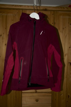 Softshelljacke von First B in Trendfarbe