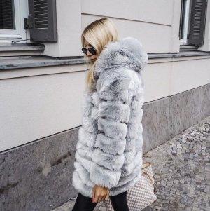 Abrigo de piel sintética gris