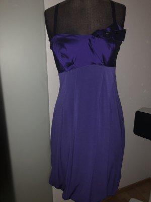 Vera Mont vestido de globo violeta oscuro