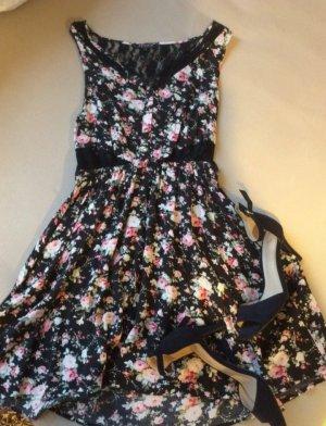 Sommer/ Frühling Kleid mit Blumenmuster