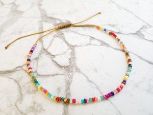 SOMMER! Fußkettchen mit cremefarbenem Band und kunterbunten Perlen