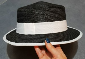 Cappello bianco-nero
