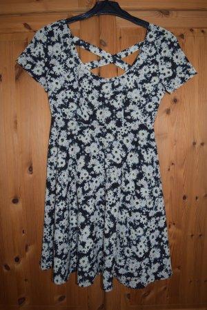 Sommer-Kleid mit Kreuzausschnitt am Rücken