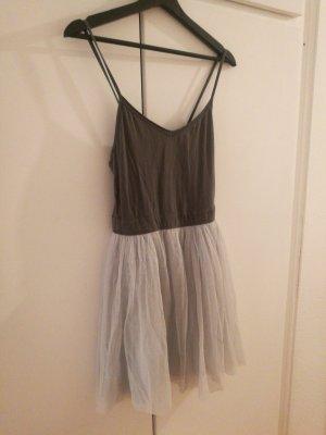 Sommer-Kleidchen mit Tüll