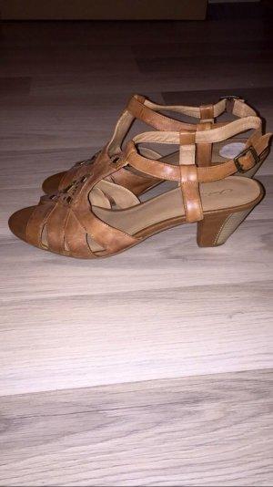 Sandalias cómodas marrón