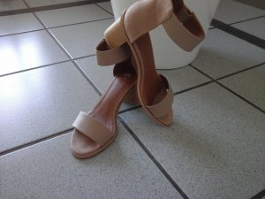 Sommer Schuh in nude ton