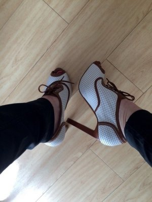 Bally Peep Toe Pumps white-brown leather