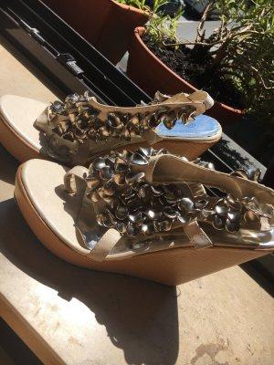 Sommer Schuhe beige sehr hoch
