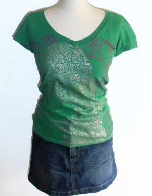 Sommer-Shirt von Only in Smaragdgrün mit Silber-Metallic-Print