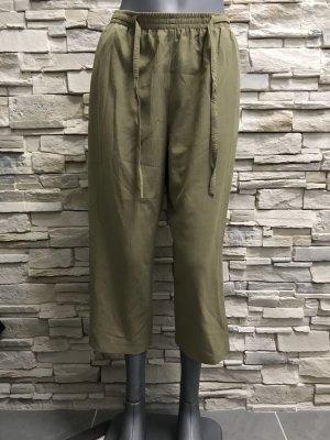 Pantalón capri gris verdoso