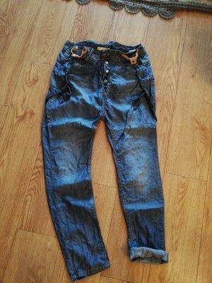 Sommerboyfriend Jeans mit Hosenträger