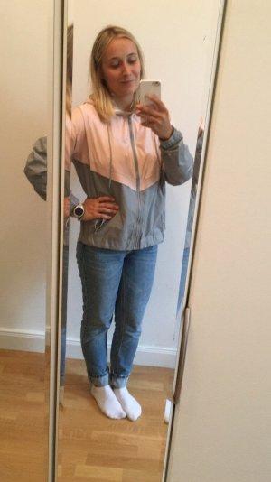 Chaqueta con capucha gris claro-rosa