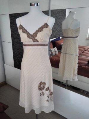 Sommerkleid aus leichtem Stoff in zartem rosa und braun