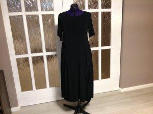 Sommerkleid aus schwarzem Jersey