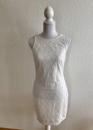 Sommerkleid aus weißer Spitze