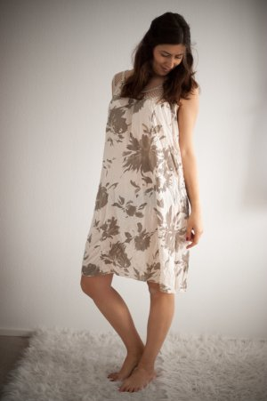 Sommerkleid beige khaki Größe M mit Häkel