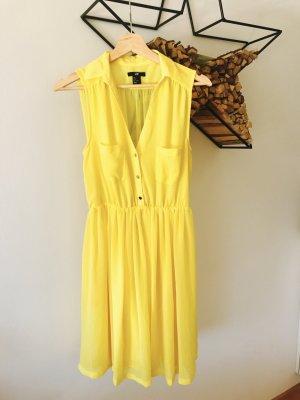 Sommerkleid, gelb mit goldenen Knöpfen