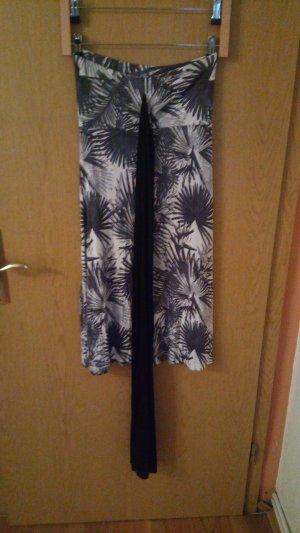 Sommerkleid Grau-Weiß mit Palmwedelmuster