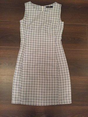 Sommerkleid im 70er Jahre Style