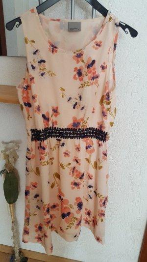 Sommerkleid im Blumenmuster