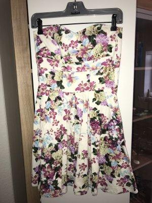 Sommerkleid in Blumenoptik