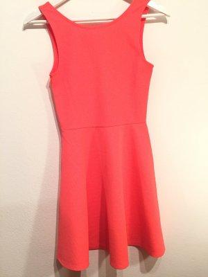 Sommerkleid in knalligem Pink