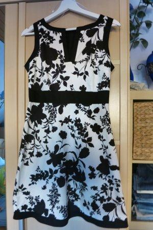 Sommerkleid in schwarz-weiss