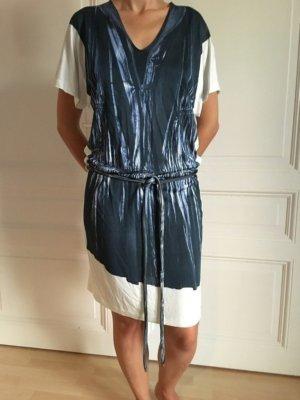 Sommerkleid in Weiß mit Denim-Druck
