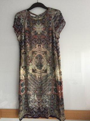 Sommerkleid mit ausdrucksvollem Muster