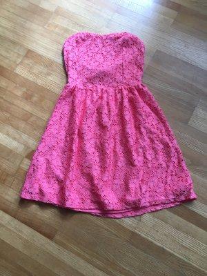 Sommerkleid mit besonderem Rücken