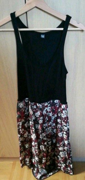 Sommerkleid mit Blumenrock