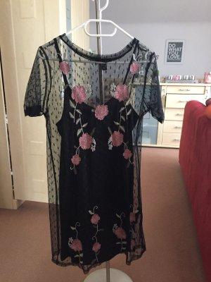 Sommerkleid mit Blumenstickerei
