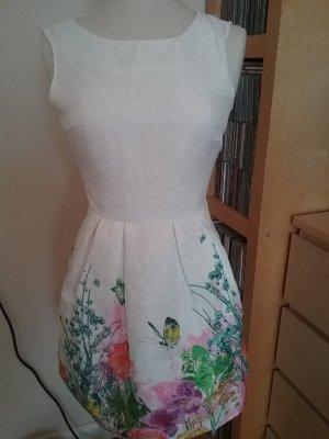 Sommerkleid mit Blumenwiese