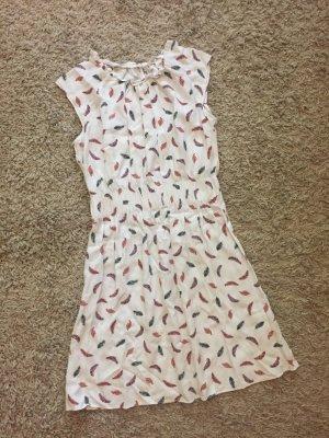 Sommerkleid mit Federn