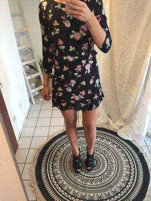 Sommerkleid mit freiem Rücken