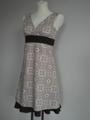 Sommerkleid mit hochgesetzter Schleife