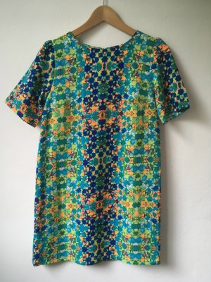 Sommerkleid mit modernem Print!