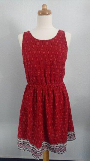 Sommerkleid mit offenem Rücken