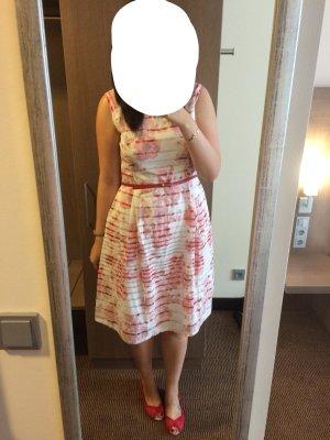 Sommerkleid mit roten Details von Oasis