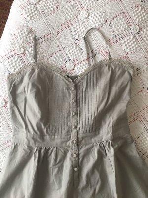 Sommerkleid mit schönem Ausschnitt