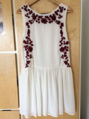 Sommerkleid mit schönem Stickmuster