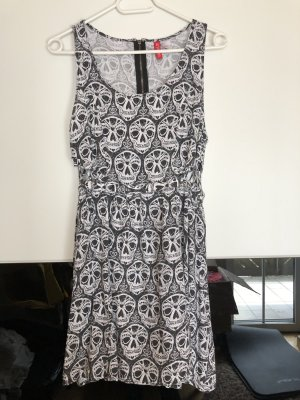 Sommerkleid mit Totenkopf
