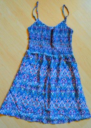 Sommerkleid mit trendigem Muster
