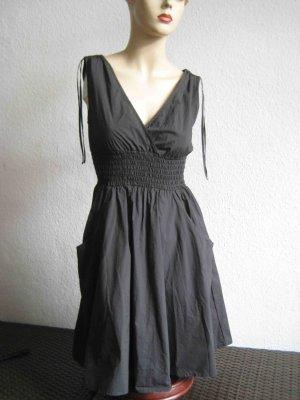 Sommerkleid von H&M in anthrazit - tolles Dekoletté
