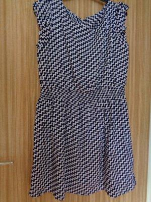 Sommerkleidchen mit Chevron Muster