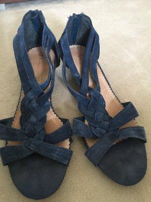 Sommerliche blaue Ledersandalette