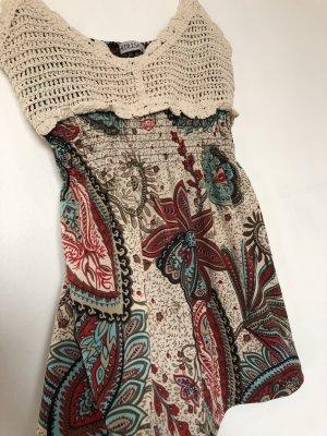 Sommerliche Bluse mit starken Farben