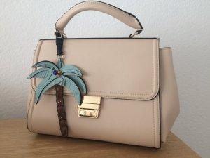 Sommerliche Handtasche mit Anhänger